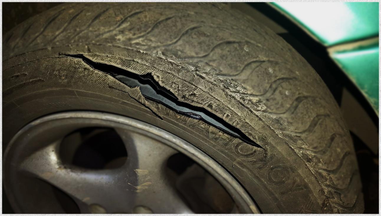 пробой шины, порез покрышки